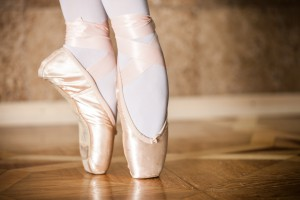 How to dance with pointe shoes